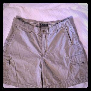 Columbia kaki shorts 5.5 inseam sz 8 worn once